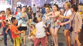 Phố đêm Cao Thắng đang hấp dẫn giới trẻ thành Vinh