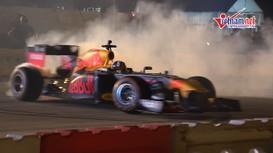 Xem màn tranh tài của 2 xe đua F1 lần đầu tiên trên đường Hà Nội