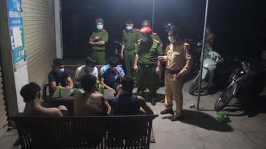 Quỳnh Lưu: Xử phạt nhiều người không đeo khẩu trang, tập thể dục ngoài đường bất chấp Chỉ thị 15