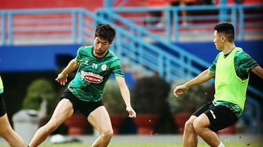 Thầy trò Kiatisak đều âm tính với SARS-CoV-2; Lee Nguyễn không ngán 7 trận tourmalet của V.League