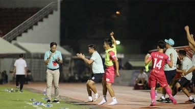 HLV trưởng Hàn Quốc sẽ dẫn dắt Hà Nội FC; Quỷ đỏ trả thù ngọt ngào gà trống