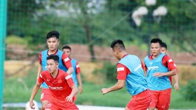 Hai Long sẽ tiếp bước Quang Hải; Báo Ý gọi Ronaldo là 'kẻ phá hoại'