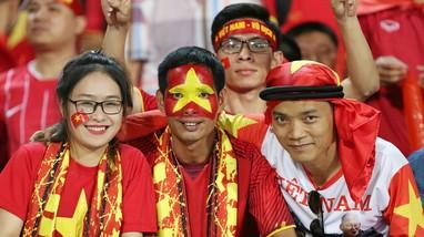 Vé xem tuyển Việt Nam đắt nhất là 1,2 triệu đồng; Trọng Hoàng có thể nghỉ trận gặp Nhật Bản