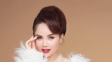 Sắc vóc gợi cảm ở tuổi U50 của diễn viên Hoàng Yến