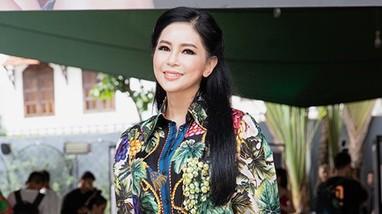 Vẻ đẹp tuổi 52 mặn mà và gu thời trang xa xỉ của Thủy Tiên 'Vị đắng tình yêu'