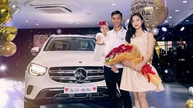 Phan Văn Đức mua xe sang hơn 2 tỷ đồng tặng vợ