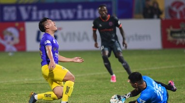Chu Đình Nghiêm lo CLB Hà Nội không vào được top 6; Văn Quyết trở thành vận động viên xuất sắc nhất