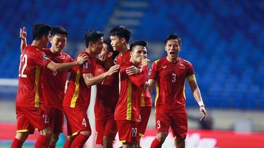 Tuấn Anh phải tập riêng; Ai thay Quang Hải ở trận đấu với Malaysia?