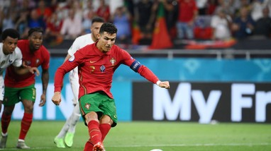 V.League có thể đá tập trung, không khán giả; Ronaldo lập siêu kỷ lục sau trận Bồ Đào Nha - Pháp