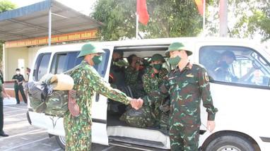 Bộ CHQS tỉnh điều động quân số tăng cường cho thành phố Vinh chống dịch
