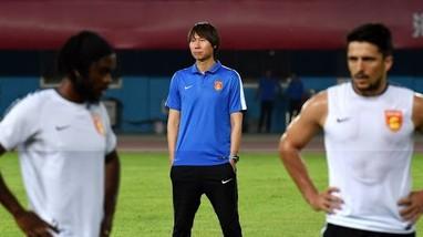 Văn Hậu tiếp tục phải phẫu thuật; HLV Trung Quốc nhận lời cay đắng trước trận gặp tuyển Việt Nam