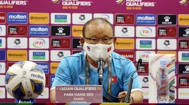 HLV Park thừa nhận mắc sai lầm khiến ĐT Việt Nam thua sát nút; 21 tuyển thủ U22 lên đường sang UAE