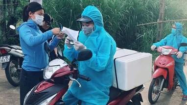 'Shipper áo xanh' miễn phí ở vùng dịch Quỳnh Lưu