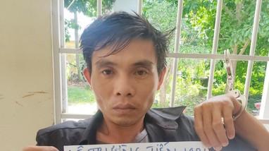Gã đàn ông cầm dao khống chế đòi cưỡng hiếp 2 cô gái