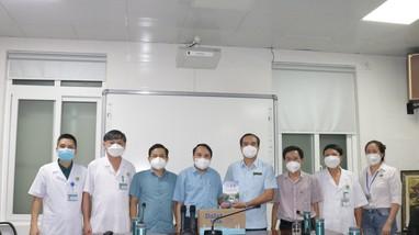 Lãnh đạo Sở Y tế thăm, động viên cán bộ, nhân viên Bệnh viện Đa khoa TP Vinh