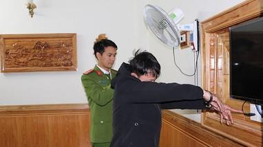 Hai thanh niên lắp trộm camera ở nhà nghỉ để tống tiền các cặp đôi