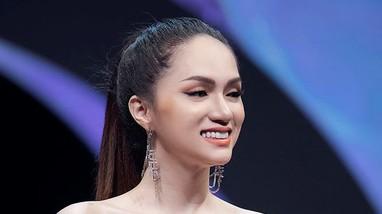 """""""Nữ hoàng chuyển giới"""" Hương Giang Idol khoe vẻ gợi cảm khi là  vedette sàn catwalk"""