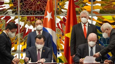 Chủ tịch nước chứng kiến lễ ký kết nhiều chương trình hợp tác trong chuyến thăm Cuba