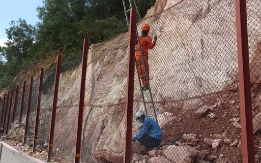Gia cố lưới thép, khắc phục sạt lở ở rú Nguộc Thanh Chương