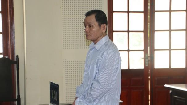 Bị cáo Vi Đình Hoa nghe Tòa tuyên án. Ảnh: Quỳnh An.