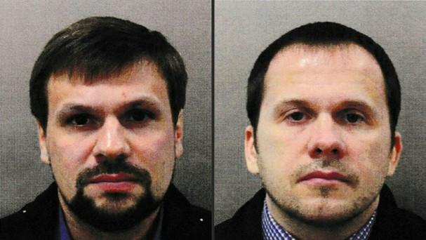 Cảnh sát Anh xác định Boshirov (trái) và Petrov là 2 người đã tìm cách sát hại cựu điệp viên 2 mang người Nga Sergei Skripal cùng con gái Yulia bằng chất độc Novichok hồi tháng 3. Ảnh: AFP