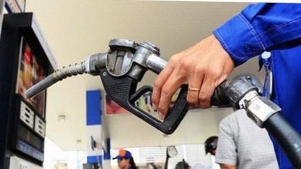 Mỗi lít xăng E5 RON 92 giảm 120 đồng, RON 95 hạ 100 đồng, các mặt hàng dầu đồng loạt giảm 110-160 đồng.