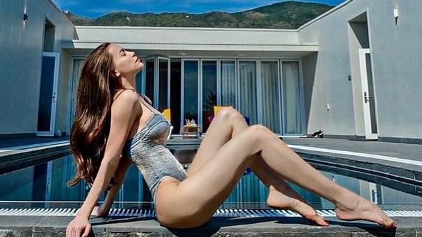 Hồ Ngọc Hà 'thả dáng' với đồ bơi, khoe thân hình nuột nà khó tin sau sinh 2 tháng
