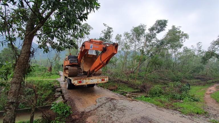 Nhiều người trong đoàn cứu hộ lên Thủy điện Rào Trăng 3 mất liên lạc do sạt lở núi