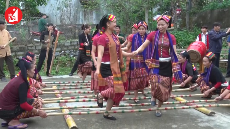 Náo nức Tết Độc lập của đồng bào Thái miền Tây Nghệ An
