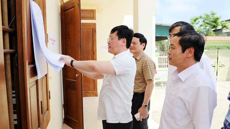 Video: Chủ tịch UBND tỉnh Nguyễn Đức Trung kiểm tra công tác chuẩn bị bầu cử tại TX. Hoàng Mai 