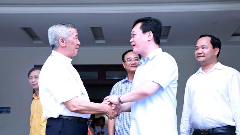 Video: Đoàn công tác tỉnh Nghệ An làm việc với Tòa giám mục Giáo phận Vinh về công tác bầu cử