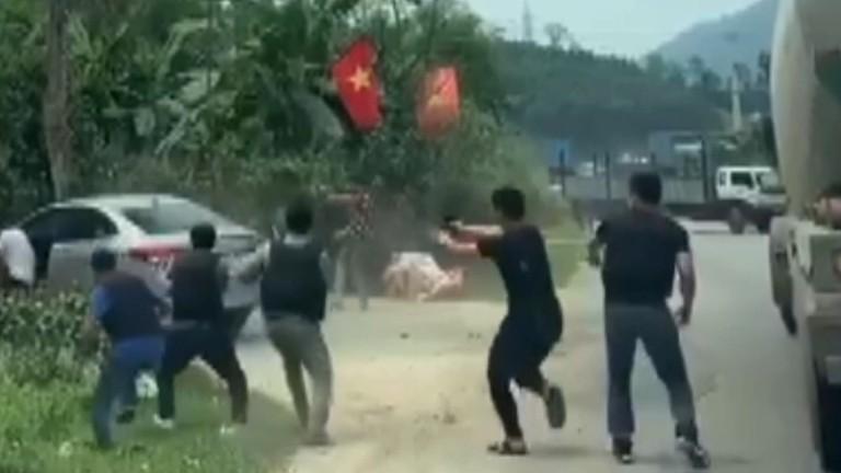 Video cảnh sát rượt đuổi kẻ vận chuyển 6kg 'hàng đá' và 4 bánh 'hàng trắng'