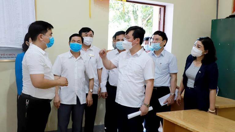 Video: Chủ tịch UBND tỉnh Nguyễn Đức Trung kiểm tra công tác chuẩn bị bầu cử tại huyện Nam Đàn 