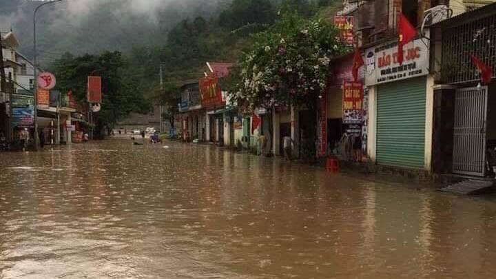 Mưa lớn gây ngập sâu, sạt lở taluy dương ở huyện vùng biên Kỳ Sơn
