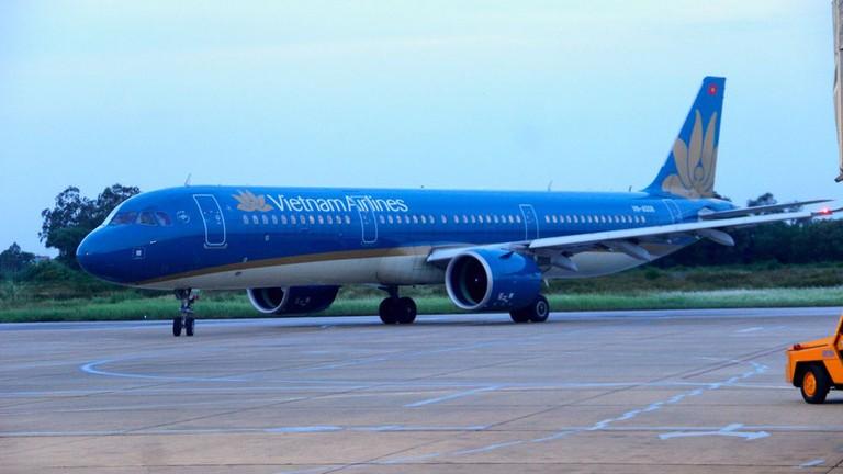 Video: Chuyến bay đầu tiên chở công dân Nghệ An từ TP. Hồ Chí Minh về đến sân bay Vinh