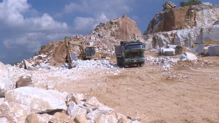 Video: Thêm 3 bị can bị khởi tố trong vụ khai thác đá trái phép tại Quỳ Hợp