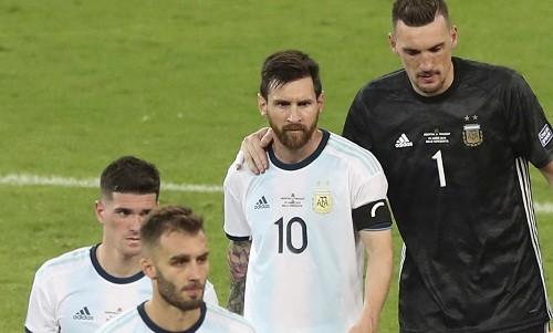 Messi và đồng đội mất quyền tự quyết; Brazil đè bẹp Peru để vào tứ kết Copa America