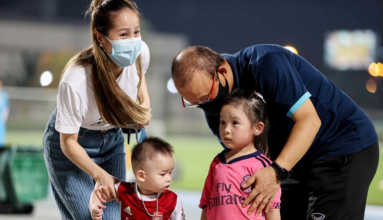 HLV Park gây sốc cho CĐV Việt Nam tại Dubai; Tiến Linh được AFC đánh giá cao nhất