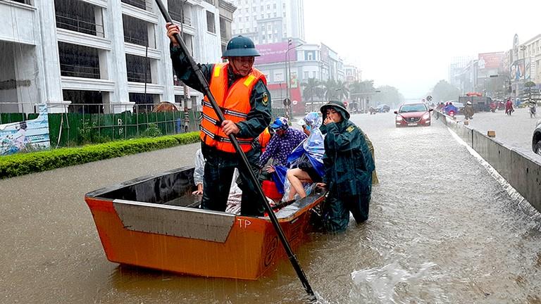 Video: Thành phố Vinh ngập chưa từng thấy