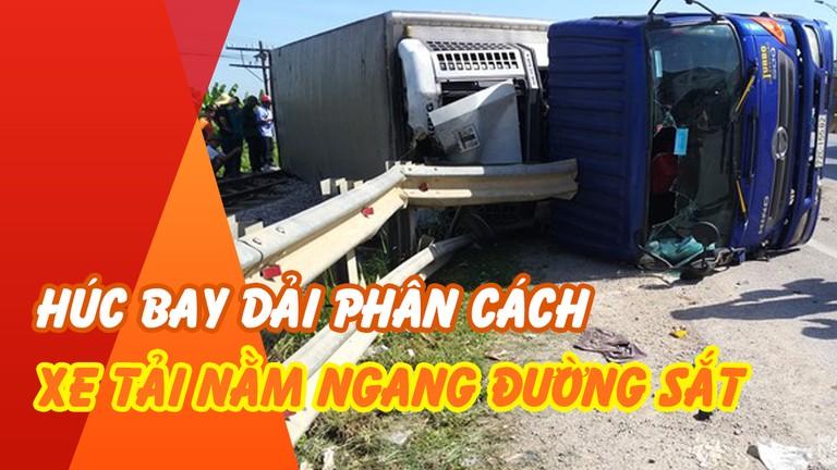 Hiện trường vụ lật xe tải, vắt ngang đường sắt ở Nghệ An
