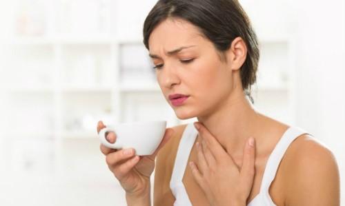 Làm gì để phòng trị viêm họng vào mùa thu?