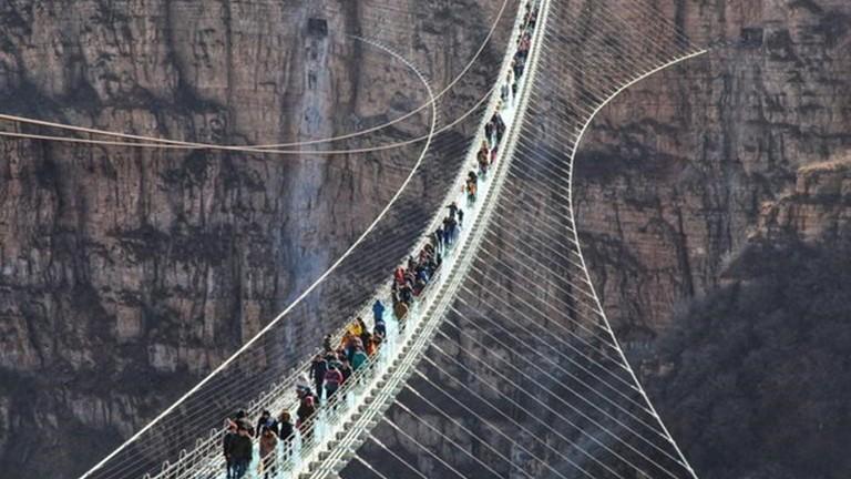 Cầu treo đáy kính dài nhất thế giới