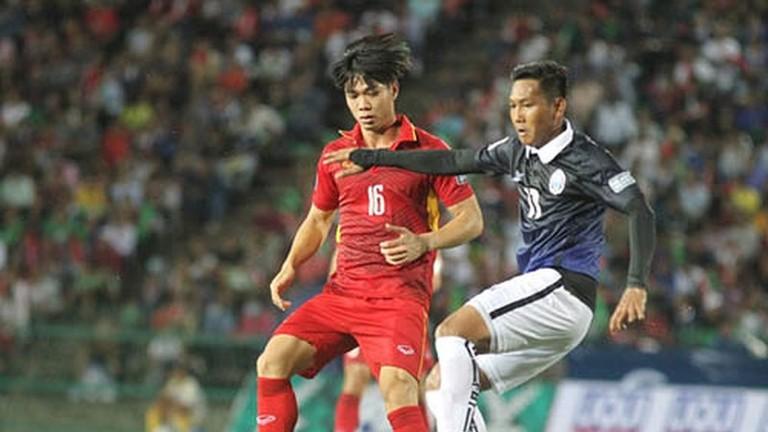 'Messi Campuchia' nhận lương gấp 23 lần Công Phượng