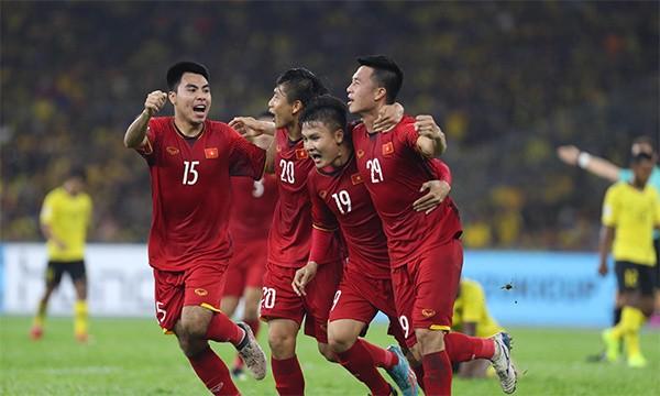 """ĐT Việt Nam nhận """"mưa"""" tiền thưởng; Malaysia mất quân bài quan trọng ở chung kết lượt về?"""