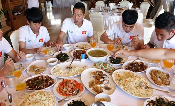 4 lý do HLV Park cấm U23 Việt Nam vừa ăn vừa dùng điện thoại