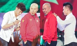 Quang Hải, Tiến Dũng cùng U23 Việt Nam giao lưu với nhạc sĩ Huy Tuấn trước khi về CLB