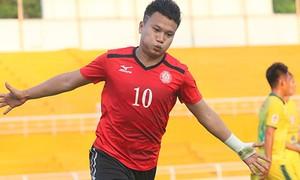 Xem Trần Phi Sơn rê bóng lắt léo rồi ghi bàn giống như Messi