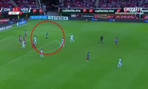 Video thủ môn ghi bàn từ pha phát bóng gần 100 mét