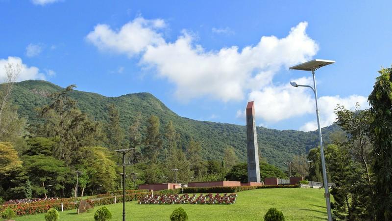 Đoàn công tác Báo Nghệ An tri ân tưởng niệm anh hùng liệt sỹ tại Nghĩa trang Hàng Dương