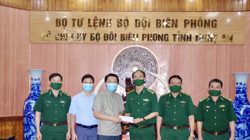Tòa Giám mục Giáo phận Vinh thăm, động viên cán bộ, chiến sỹ BĐBP Nghệ An